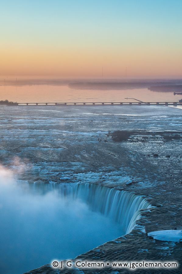 &#8220Dawn on Niagara Rapids&#8221, Horseshoe Falls on the Niagara River, Queen Victoria Niagara Falls Park, Niagara Falls, Ontario, Canada