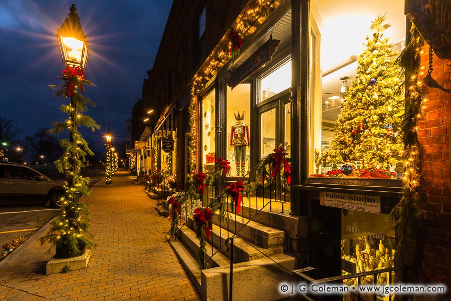 holiday-season-litchfield-town-green.jpg